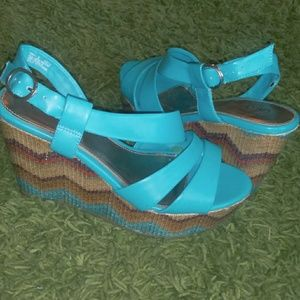 Cato Wedge; Size 9